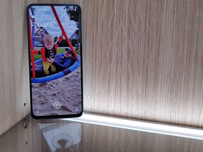 smartphone in kast